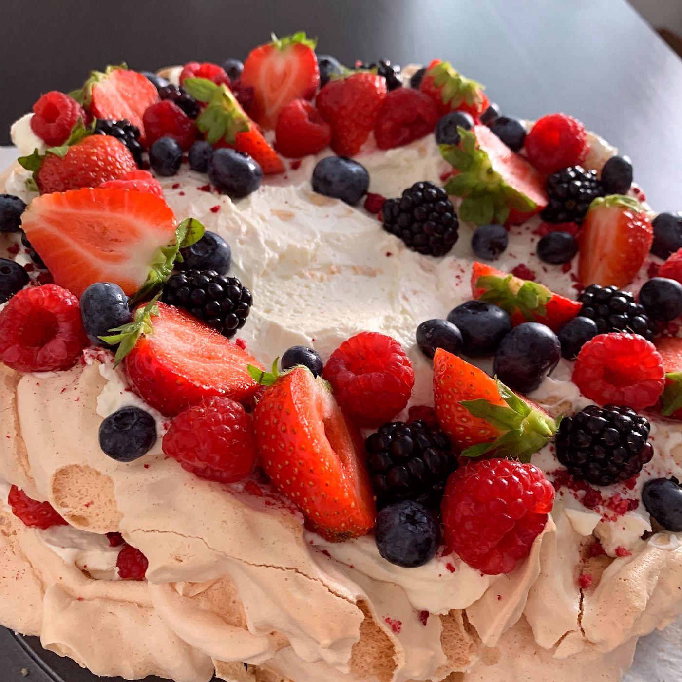 Pavlova torta s ovocím