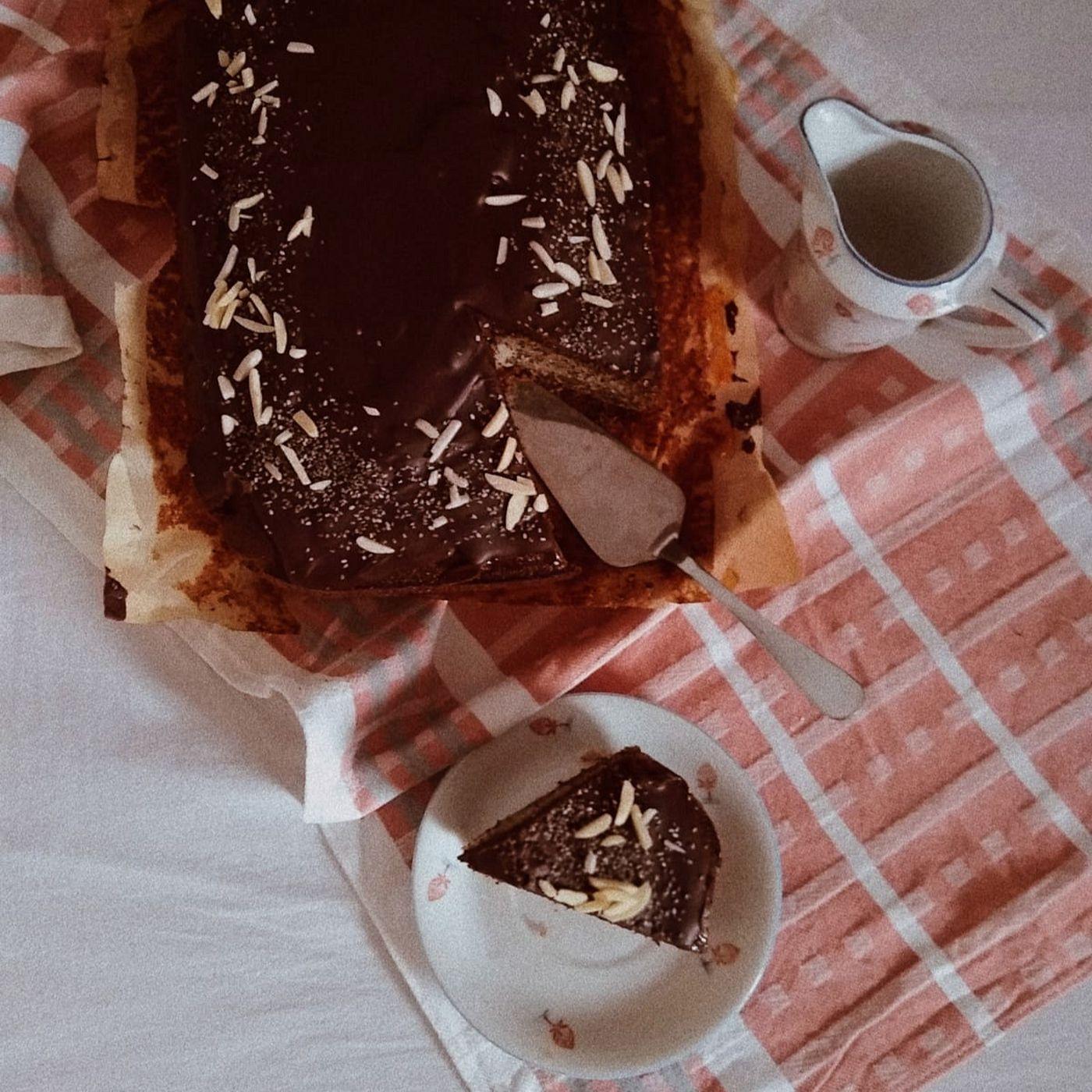 Makový koláč s broskyňami