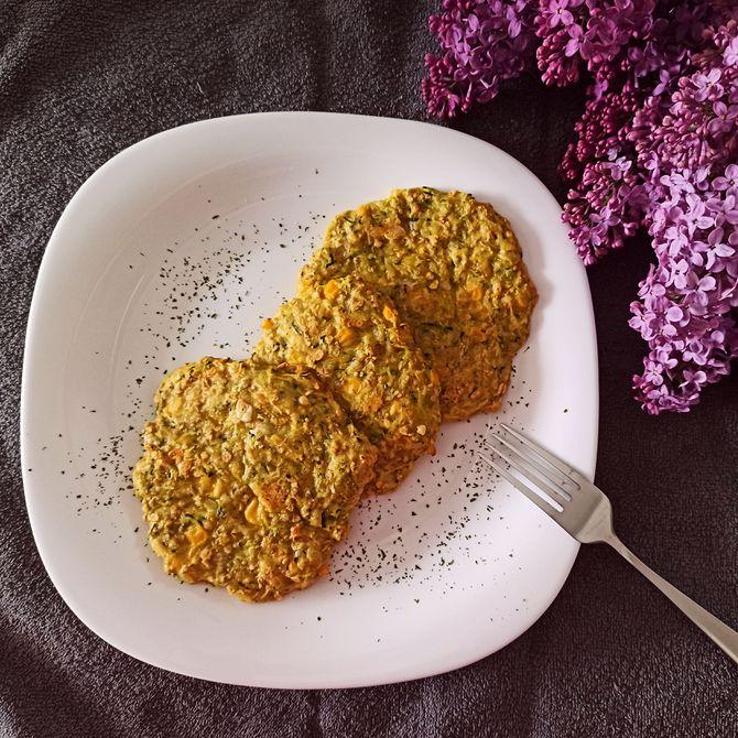Náhľad receptu Pečené cuketovo-zemiakové placky s ovsenými vločkami a kukuricou