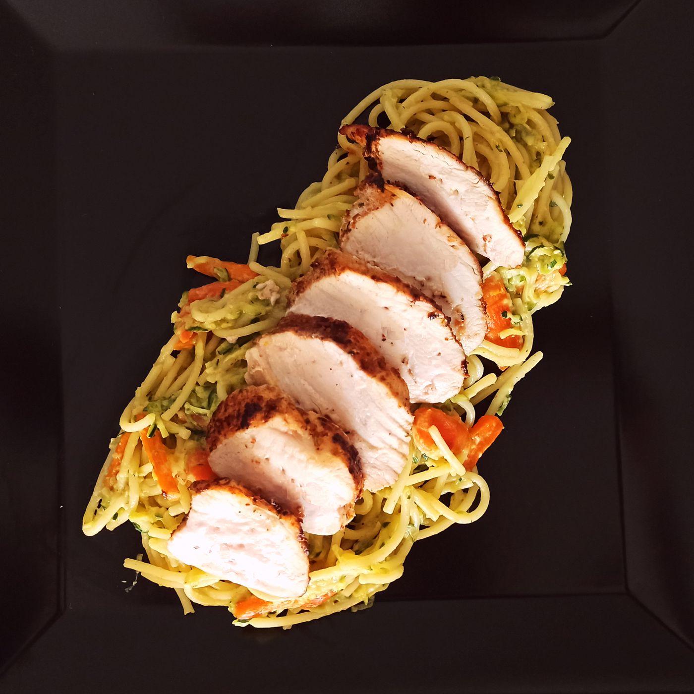 Špagety s cuketovým tatarákom a kuracím mäsom